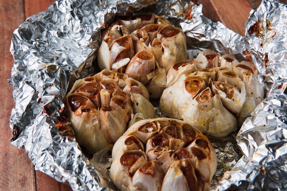 delish-roasted-garlic-horizontal-1532986538.jpg